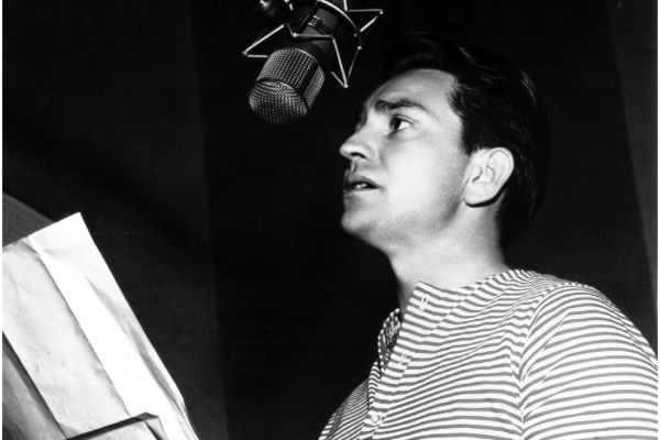 Young Willie Nelson singing