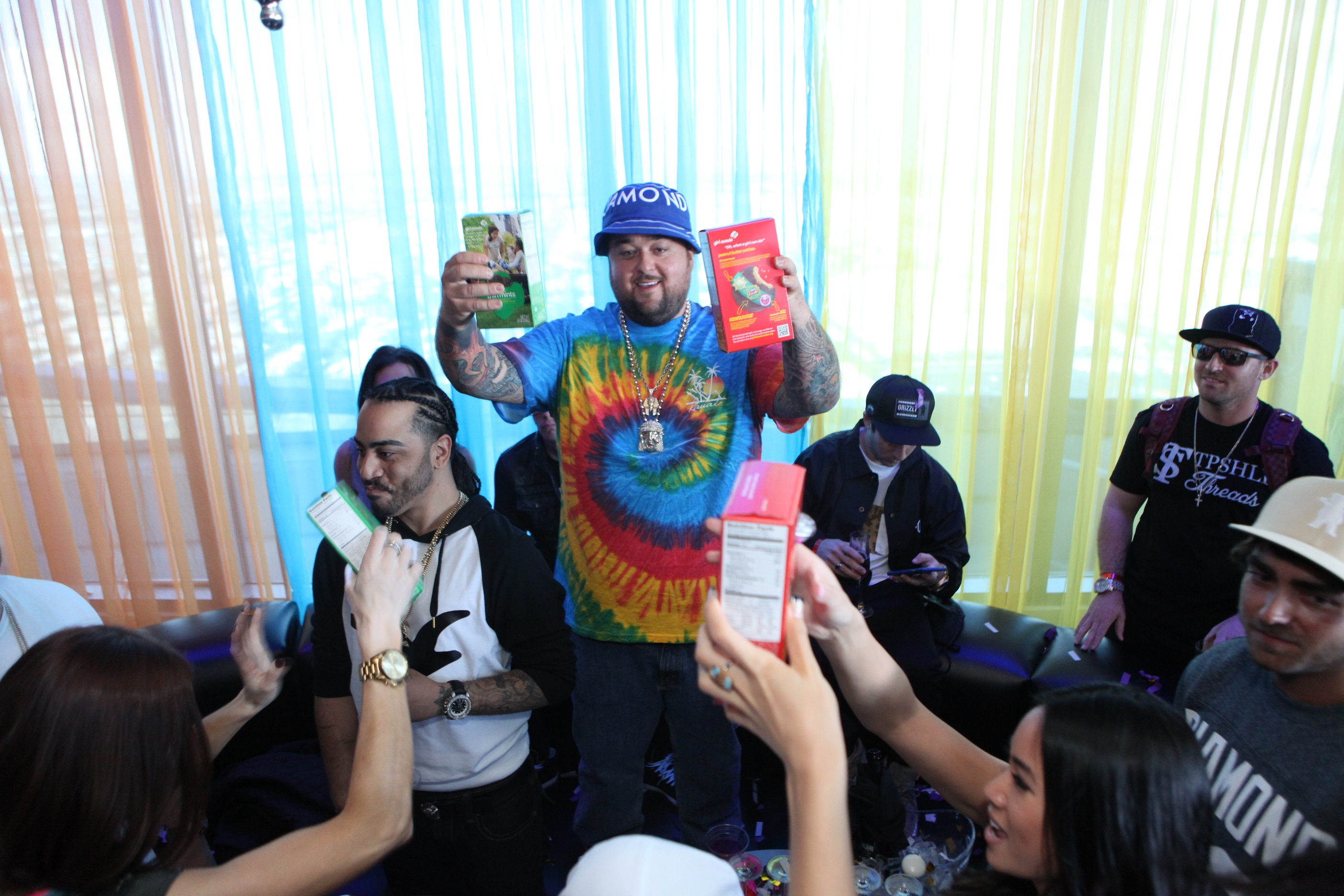 Chumlee-proudly-shows-off-girl-scout-cookies-to-GBDC-crowd