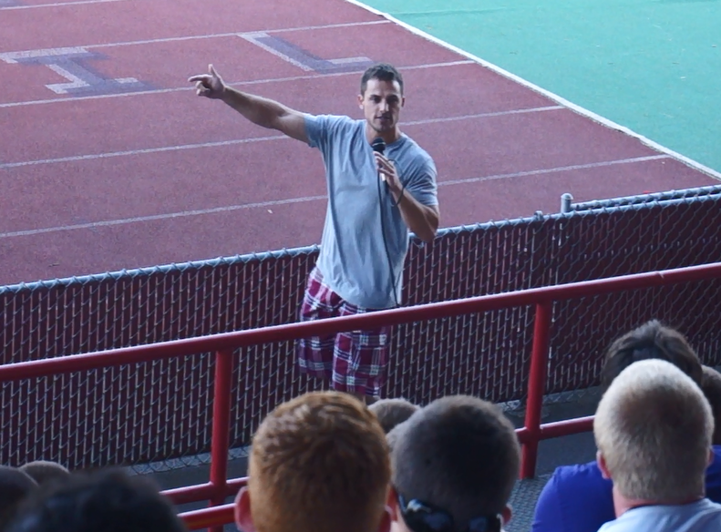 Anthony_Curcio_speaking_to_college_football_players